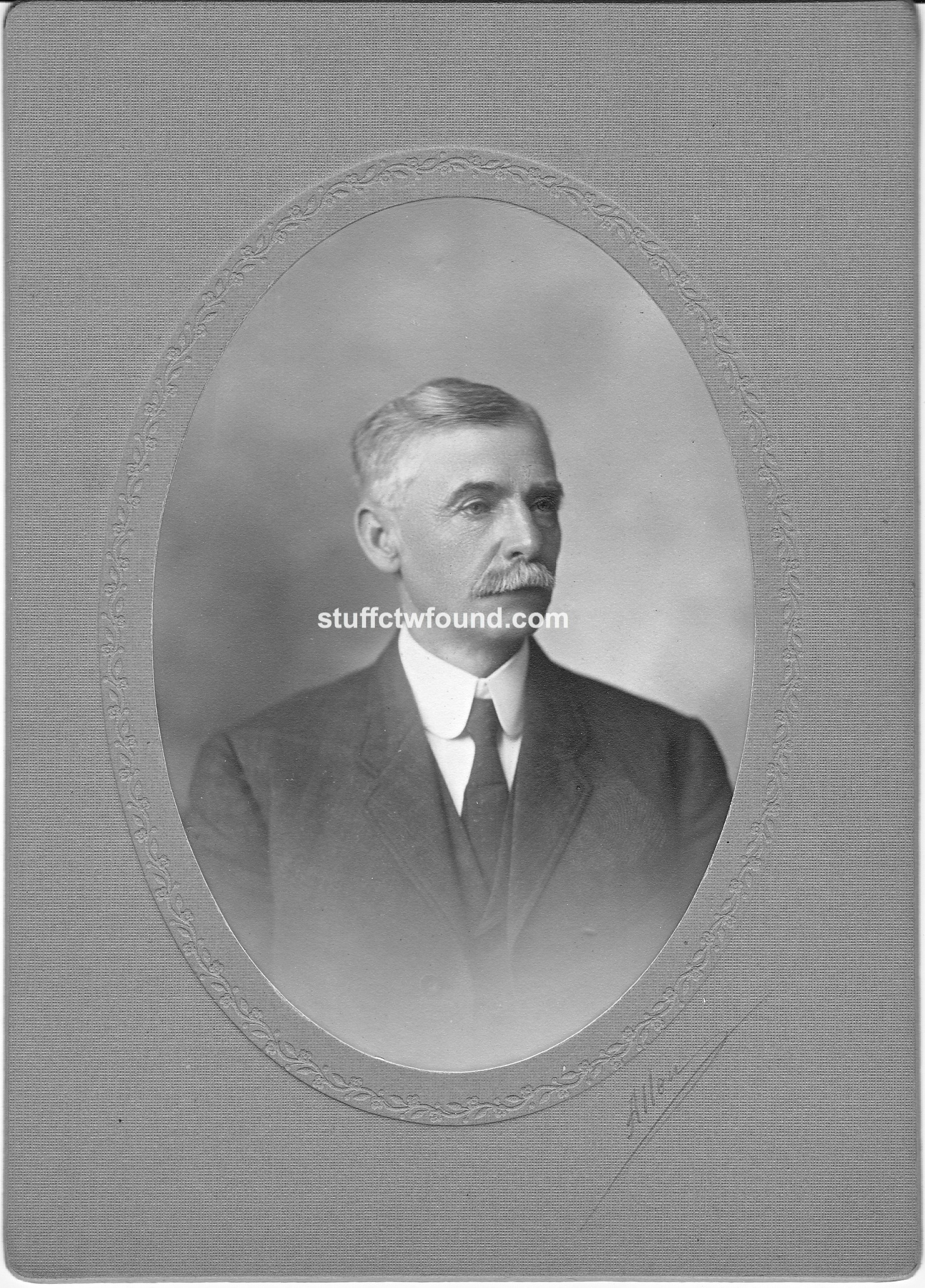 William T O'Neil front